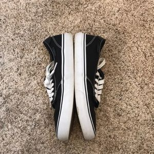 Vans Shoes - Like new black Vans sneakers.